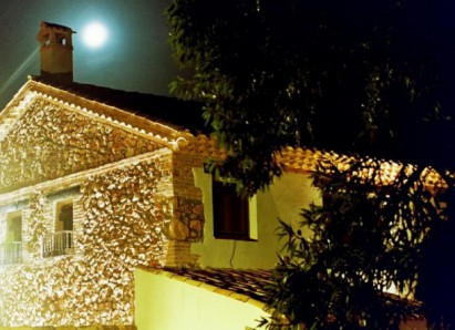 La Casa del Río de noche